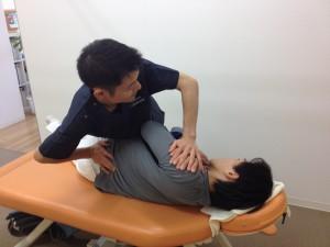 関節操作、背骨、骨盤の歪みを調整します。