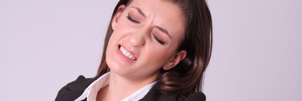 急性腰痛の女性